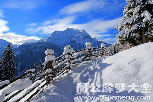 山上下雪了