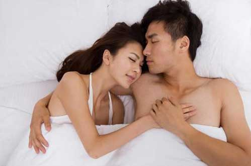 笨是有原因的:男女一起睡-男人會變笨