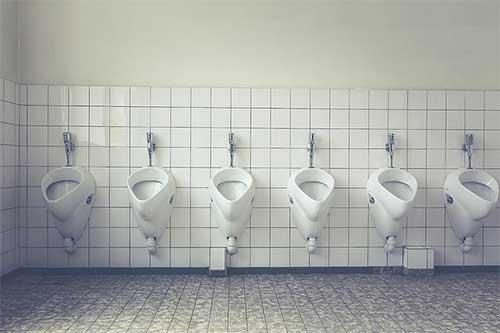夢見廁所很臟無處下腳