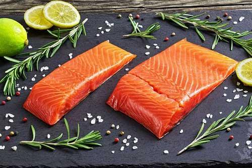 梦见和别人一起吃鱼肉